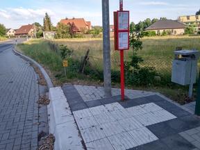 Die ÖPNV-Haltestelle ist nicht an das Wegenetz des Quartiers angebunden