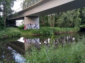 Die Netzanbindung an die Radinfrastruktur unterhalb einer Brücke wurde beim Bau des Brückenbauwerkes nicht berücksichtigt