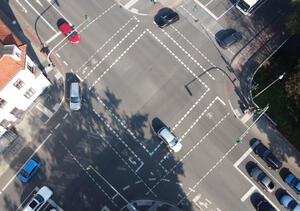 Indirektes Abbiegen durch Linksabbiegespur / Abbiegetasche erhöht die Reisezeit und hemmt den Radverkehr