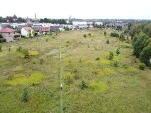 Ein Trampelpfad zeigt den Bedarf einer weitläufigen Strecke über unbebaute Freiflächen