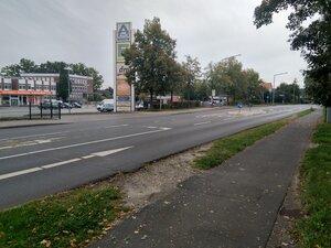 Ein Trampelpfad zeigt den Bedarf einer Querungsfurt für den Fuß-/Radverkehr