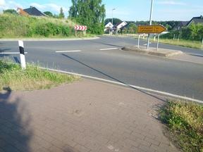 Eine fehlende Querungsfurt für den Radverkehr räumt dem KFZ-Verkehr Vorfahrt ein und reduziert die Sicherheit des Radverkehres