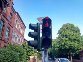 Der Radverkehr ist im LSA-Durchlauf mit dem Fußverkehr gebündelt. Dieses hemmt die Reisegeschwindigkeit des Radverkehrs erheblich