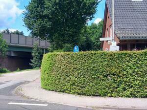 Nicht sichtbare Verkehrsschilder erfordern zusätzliche Aktionen, die den Fahrfluss ausbremsen