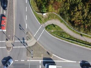 Ein Trampelpfad zeigt den Bedarf des Furtwinkels für den Radverkehr