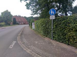 Der Fußweg ist für eine Radverkehrfreigabe zu schmal und gefährdet den Fuß- und Radverkehr