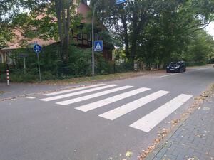 Radverkehr wird beim Queren einer Fußgängerfurt nur durch Absteigen die Vorfahrt gewährt